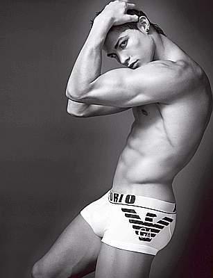 Cristiano Ronaldo posa en calzoncillos para Armani ¡Ya tenemos las imágenes!