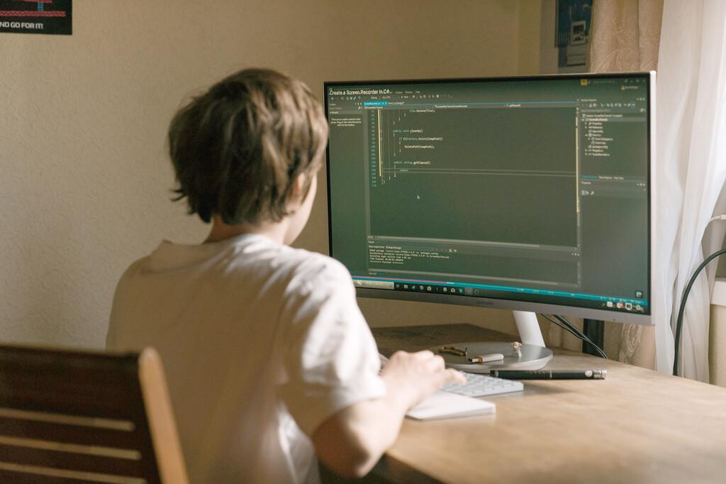 Por qué Niklaus Wirth y su obra cumbre, el lenguaje Pascal, siguen siendo una referencia imprescindible para aprender a programar