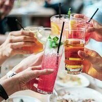 Vivir en un vencindario cohesionado donde la gente se lleva bien tiene menor número de bebedores de alcohol