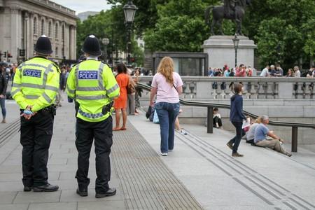 La policía londinense escaneó las caras de 8.600 personas en busca de criminales: de 8 identificaciones, 7 fueron erróneas