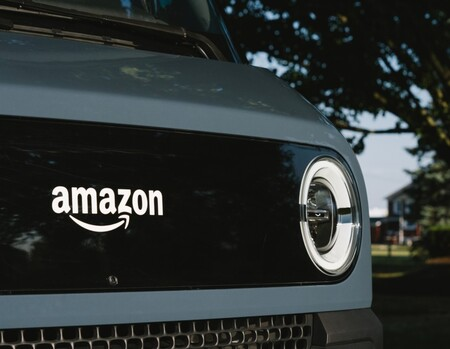 Amazon desvela la furgoneta eléctrica de Rivian para su gigaflota: estilo retro-futurista y cámaras por los cuatro costados