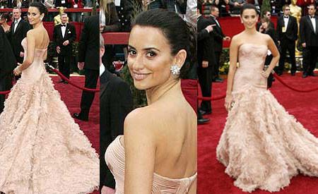 Penélope Cruz, finalmente, de Versace en Los Oscar 2007