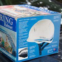 Llevar casco en el coche: una idea que puede resultar tan extraña como eficaz para salvar vidas