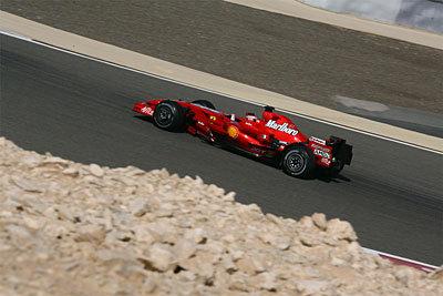 Kimi Raikkonen sigue al frente en Sakhir pese a los problemas de los F2008