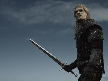 Geralt reaparece en una nueva imagen de la serie de Netflix basada en The Witcher, esta vez empuñando su espada de acero