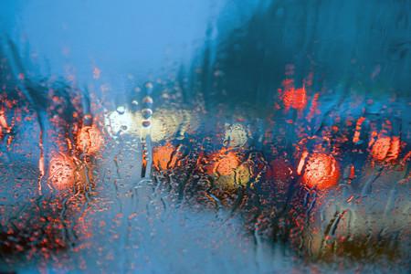 La temporada de lluvias llegó con fuerza, consejos para manejar en estas condiciones