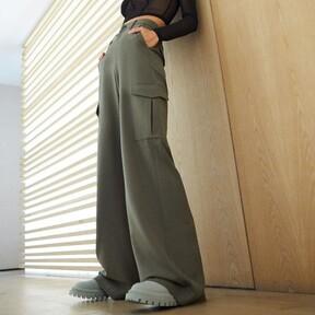 Este otoño-invierno volveremos a llevar pantalones cargo, sí, pero esta vez con corte wide leg o straight (entre otros)