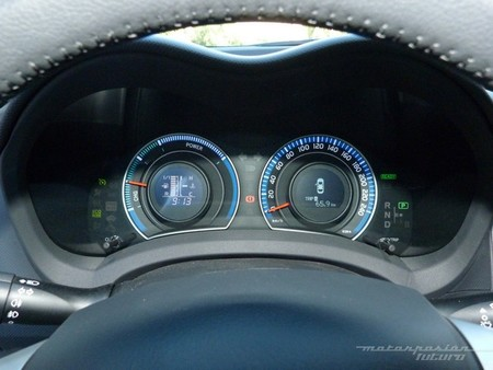 Toyota Auris HSD cuadro instrumentos