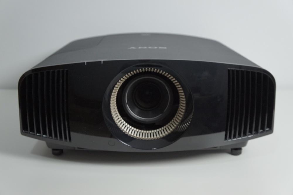 Foto de Sony VPL-VW300ES (1/6)