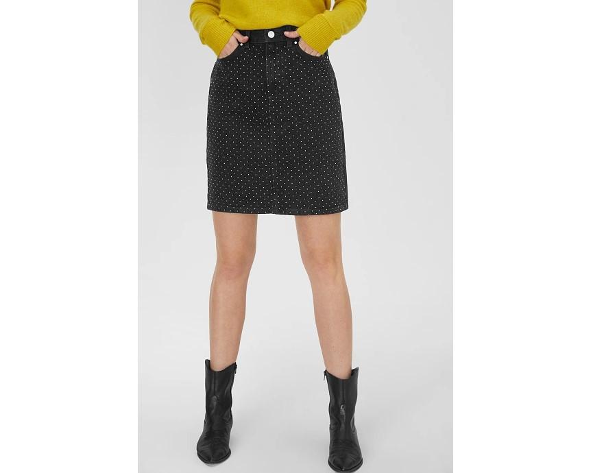 Falda negra con mini tachuelas