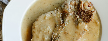 Chuletas de res en salsa de cebolla. Receta fácil de carne