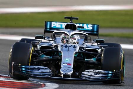 Lewis Hamilton se lleva la última victoria del año y Carlos Sainz es el sexto de la Fórmula 1