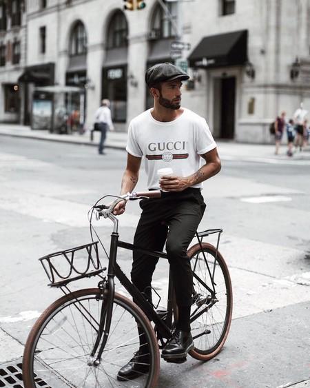 El Mejor Street Style De La Semana La Camiseta Blanca Se Impone Al Look Mas Formal Para El Verano 05
