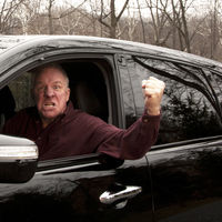 ¡Relájate amigo! La violencia al volante no te convierte en el rey de la pista