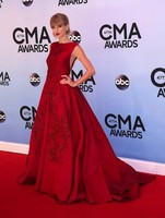 Con lo reñido que anda el asunto... ¿A quién elegimos como reina del baile en los CMA Awards 2013?