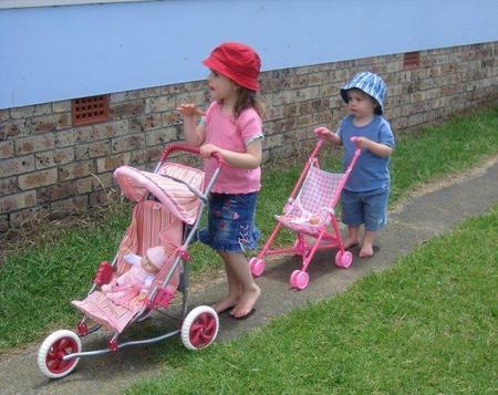 niños con carricoche