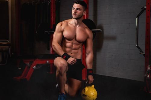 A primera hora de la mañana, en la pausa de mediodía o por la noche: ¿a qué hora es mejor entrenar en el gimnasio?