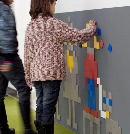 Decora tu pared con píxeles magnéticos