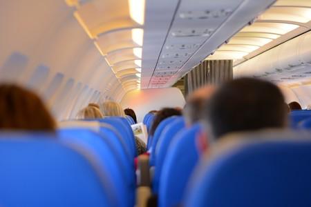 Cuidado con lo que tocas en el avión: esto es lo más sucio que hay