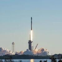 SpaceX de récord: utiliza el mismo booster para el cohete ocho veces y ya ha colocado más de 1.000 satélites Starlink en órbita