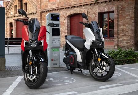 SEAT MÓ eScooter 125: la primera moto eléctrica de SEAT desembarca con 137 km de autonomía y un precio desde 6.250 euros