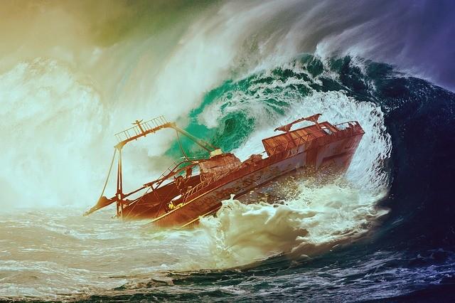 Barco a punto de naufragar.