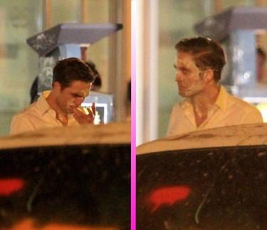 Y... ¡Pastelazo a la cara de Robert Pattinson! (con lo poco que a éste le gusta la nata...)