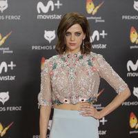 Macarena Gómez enseña tripa con un precioso look en los Premios Feroz 2018