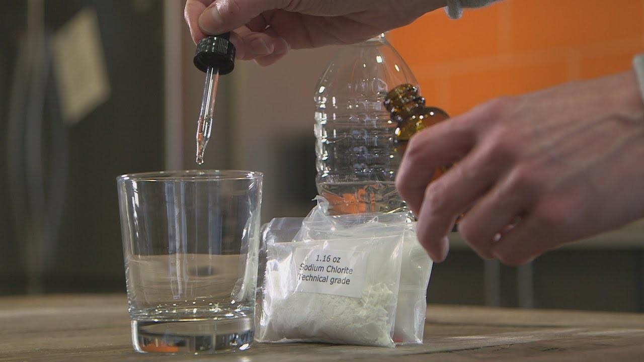 """Alertan por """"bebida milagrosa"""" que supuestamente cura el VIH y cáncer, pero que es casi como tomar cloro"""