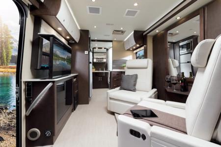 Así es una autocaravana de lujo según Leisure Travel Vans, no le falta de nada