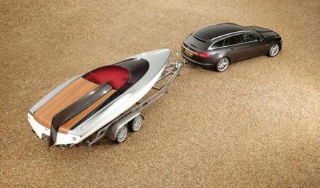 Jaguar XF Sportbrake con Concept Speedboat