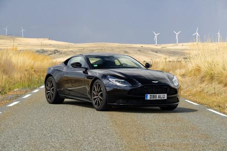 Probamos el Aston Martin DB11 V8: corazón alemán de 510 CV para este inglés de lujo, tan rápido como refinado