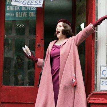 Dos Globos de Oro y cinco razones más para ver The Marvelous Mrs. Maisel (que por fin sale en español)