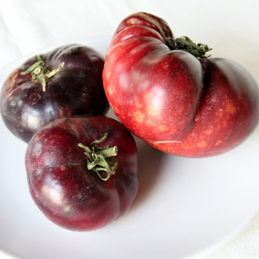 El tomate azul o morado, sus características y usos en la cocina