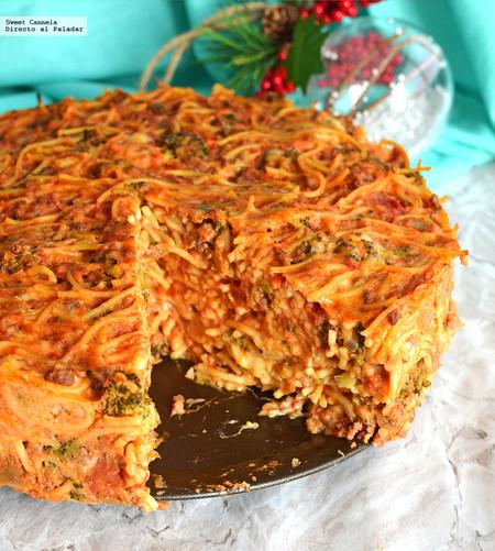 Pastel de pasta a la boloñesa. Receta de Navidad para niños