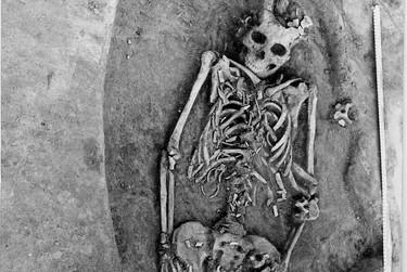 Encuentran los huesos de una mujer que murió dando a luz a sus gemelos ¡hace 7.000 años!