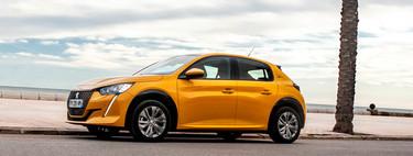 Probamos el Peugeot e-208, un coche eléctrico que convence por su diseño y dinamismo, pero no por su autonomía