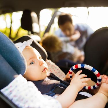 La Academia Americana de Pediatría alerta nuevamente del riesgo de dejar dormir a los bebés en la sillita del coche