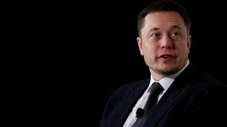 Elon Musk quiere sacar de bolsa a Tesla y asegura tener listo el dinero para hacerlo