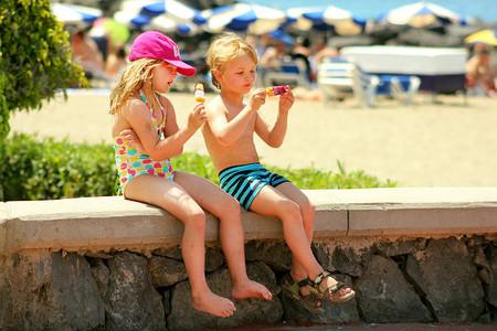 Cuidado con los alimentos de los peques en la playa