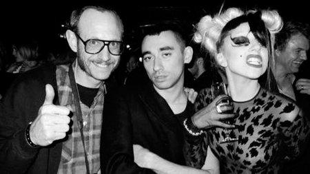 A Lady Gaga ahora le da por ser modelo por un día al son de su nueva canción