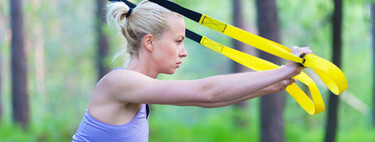 Entrenamiento al aire libre: cinco ejercicios con TRX que puedes hacer fuera de casa