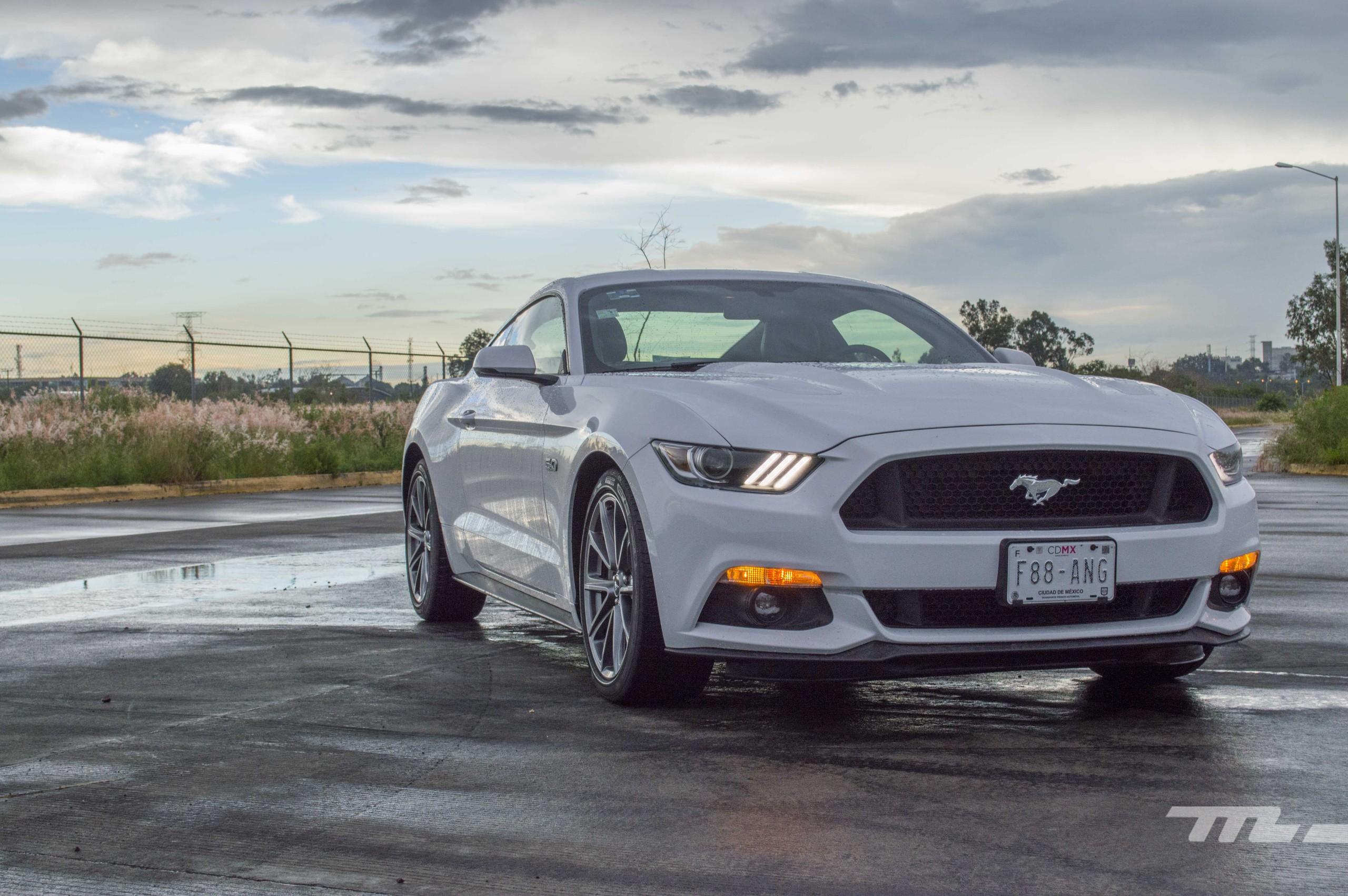 Foto de Ford Mustang GT V8 (2/22)