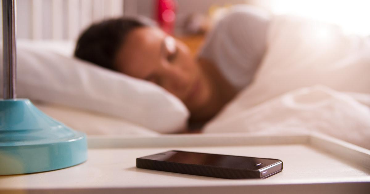 los riesgos de dormir lure el móvil encendido muy interesante