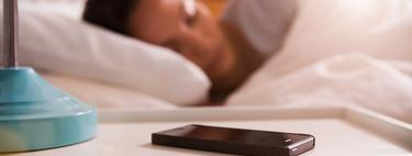 El móvil por la noche: ventajas e inconvenientes de dejarlo encendido, apagado o con el modo no molestar