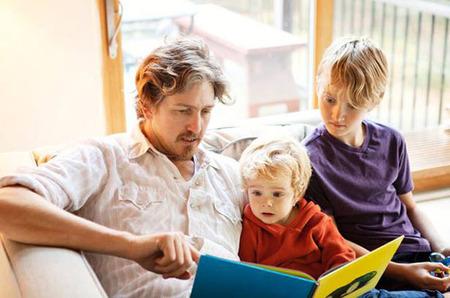 Conoce todos los beneficios de leerle en voz alta a los niños