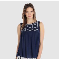 Foto 4 de 5 de la galería blusas-con-bordados-en-moda-unit en Trendencias