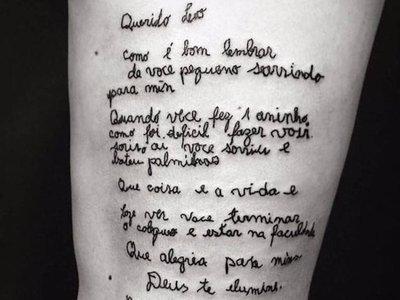 El tatuaje más emotivo que hemos visto habla de cómo el amor entre una abuela y un nieto puede vencer al Alzheimer