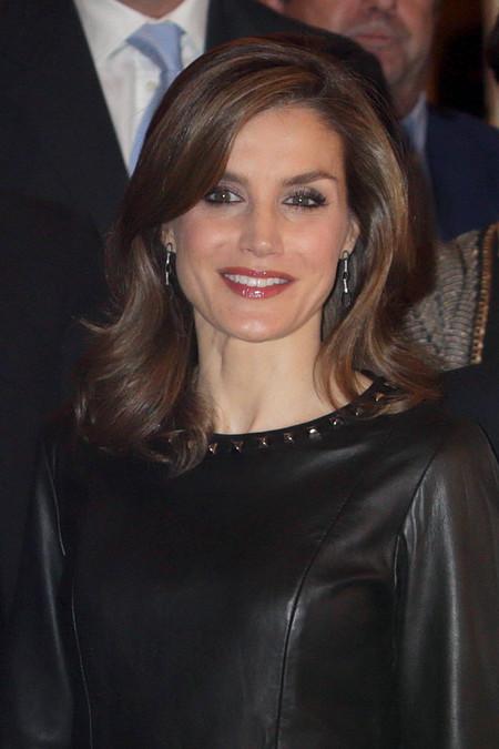 Doña Letizia vuelve a elegir para su estilismo una prenda del Grupo Inditex
