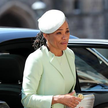 Boda del Príncipe Harry y Meghan Markle: así es el vestido de Oscar de la Renta que ha lucido Doria Ragland, madre de la novia
